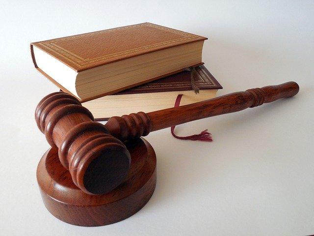 退職代行EXITは違法ではないのか?違法の場合も含め解説します。